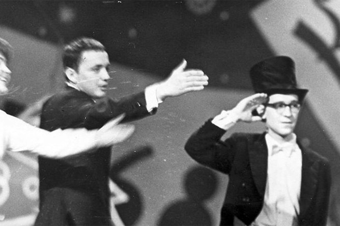 С.Жильцова, А.Масляков, А.Меньшиков играют в КВН, 1971 год