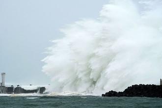 Тайфун «Хагибис» приближается к порту города Кихо, префектура Миэ, центральная Япония, 12 октября 2019 года