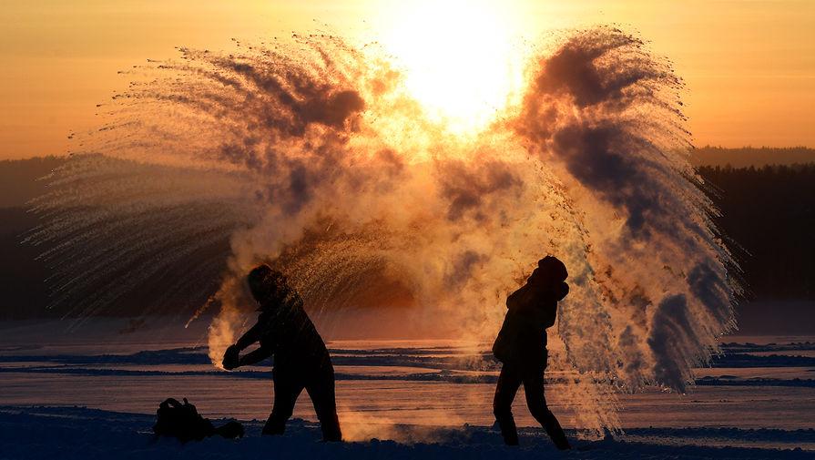 В трех районах Крыма ввели режим угрозы ЧС из-за снега