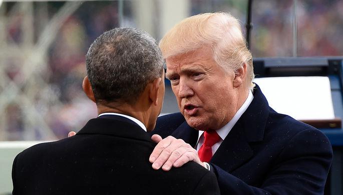 Бывший и действующий президенты США Барак Обама и Дональд Трамп во время инаугурации в Вашингтоне...