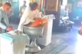 «Малыш кричал»: священника отстранили за жестокое крещение