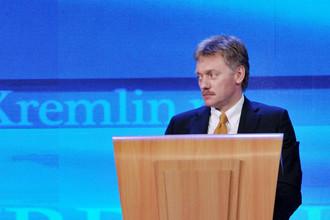 Пресс-секретарь Дмитрий Песков во время пресс-конференции президента России Владимира Путина в Москве, 2012 год