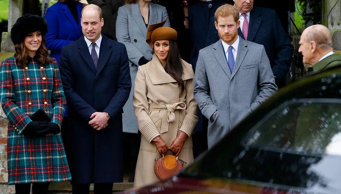 Меган Маркл и Кейт Миддлтон с принцами Гарри и Уильямом на рождественской службе у церкви святой Марии Магдалины в Великобритании, 25 декабря 2017 года
