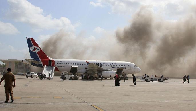 Правительство встретили минами: кто атаковал аэропорт в Адене