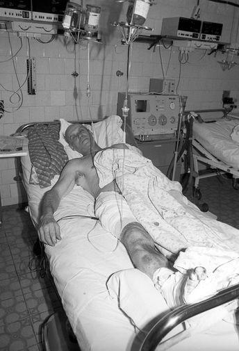 Пострадавший в результате январских событий в Вильнюсе в одной из городских больниц, 13 января 1991 года