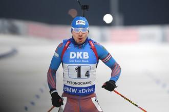 Антон Шипулин принимает участие в мужском спринте на девятом этапе Кубка мира по биатлону
