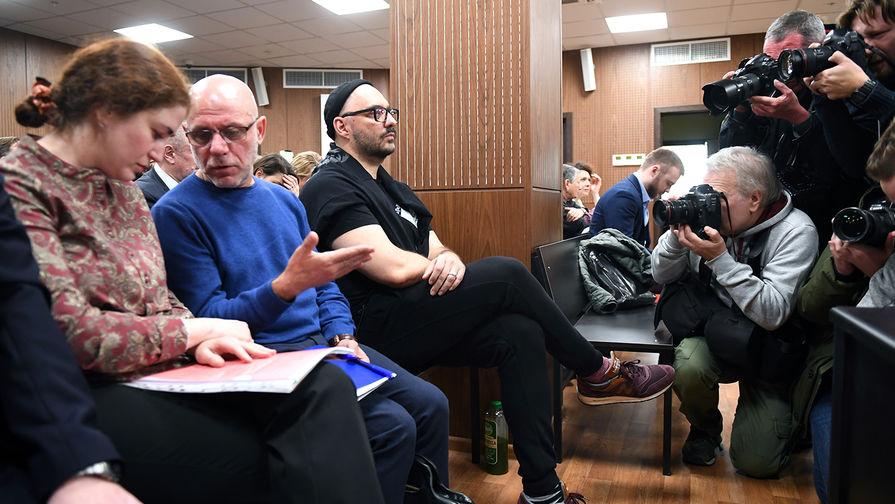 """""""Театральное"""" дело: гособвинение зачитало еще 17 томов"""