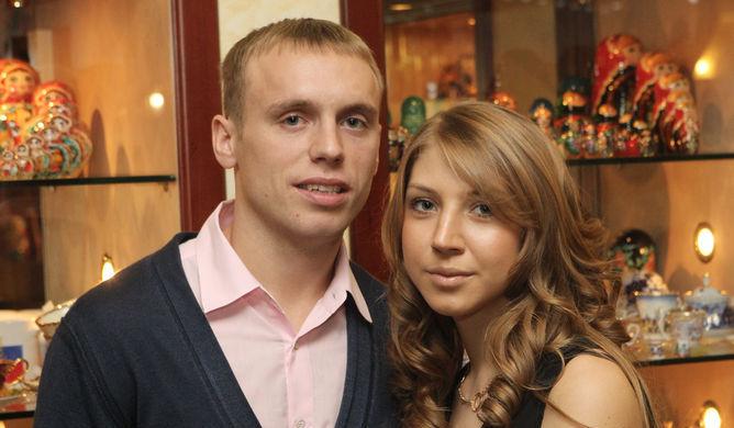 Денис Глушаков со своей супругой Дарьей