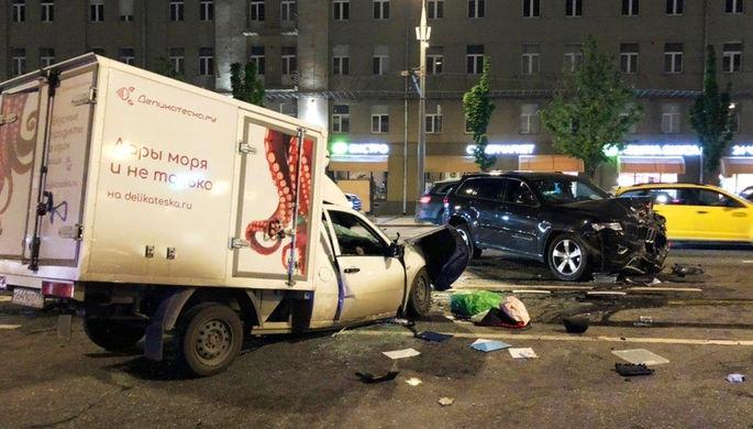 Место автомобильной аварии с участием актера Михаила Ефремова на Смоленской площади в Москве, 9 июня 2020 года