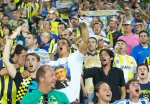 Болельщик «Фенербахче» в футболке с изображением арестованного президента клуба