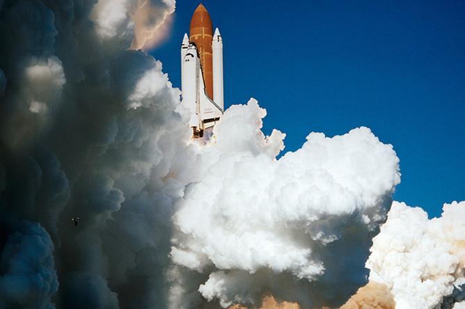 Американский шаттл Challenger. На 74-й секунде полета, когда шаттл находился на высоте около 15 км над землей, произошел взрыв