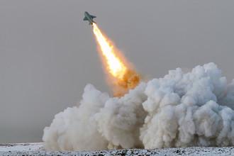 Пуск крылатой ракеты П-15 «Термит» береговым ракетным комплексом «Рубеж» в рамках учений Северного флота в Арктике, 2017 год