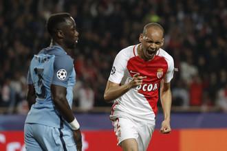 Игрок «Монако» Фабиньо празднует второй гол в ворота «Манчестер Сити»