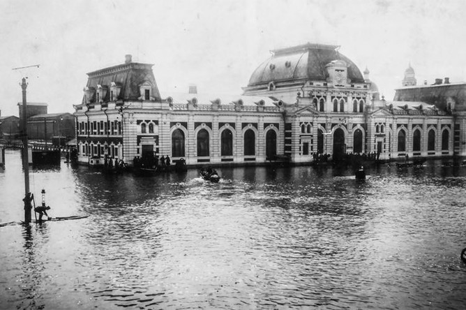 Павелецкий вокзал во время наводнения, апрель 1908 года