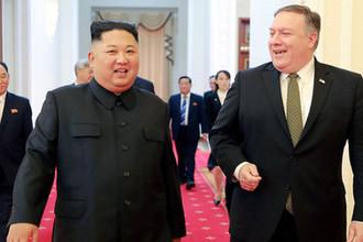 Глава КНДР Ким Чен Ын во время встречи с госсекретарем США Майклом Помпео
