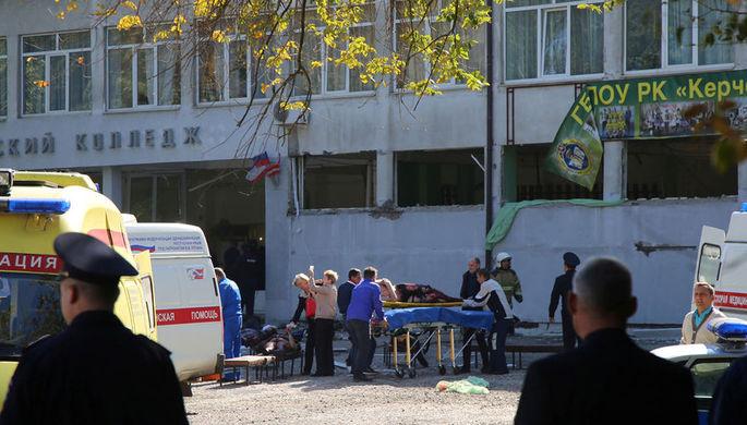 Экстренные службы на месте атаки на политехнический колледж в Керчи, 17 октября 2018 года