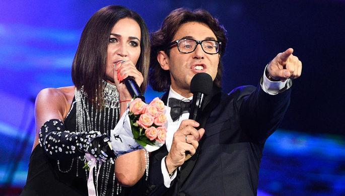 Певица Ольга Бузова и ведущий Андрей Малахов на открытии конкурса «Новая волна- 2017» в Сочи