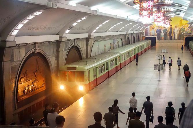 Конечная остановка на линии Чхоллима – станция Пухун. До 2010 года она была одной из двух станций метро, куда пропускали туристов с сопровождением