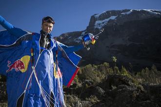 Валерий Розов после прыжка с Килиманджаро, Танзания, 10 февраля 2015