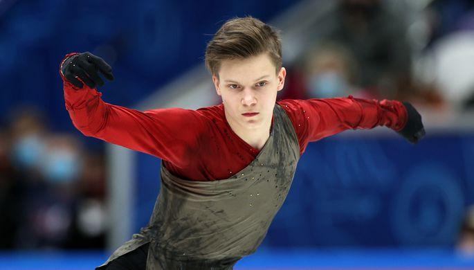 Евгений Семененко выступает с произвольной программой в мужском одиночном катании в финале Кубка России по фигурному катанию в Москве.