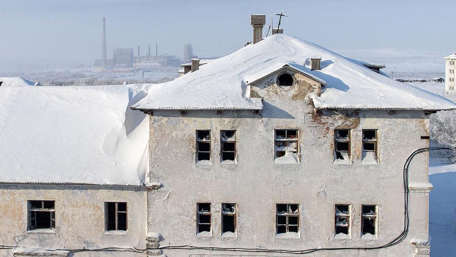 Вид на заброшенный дом