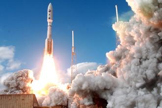 Взлет американской ракеты-носителя «Атлас-5»