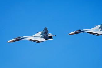 Истребители Су-27 во время летно-тактических учений в Астраханской области, 2015 год