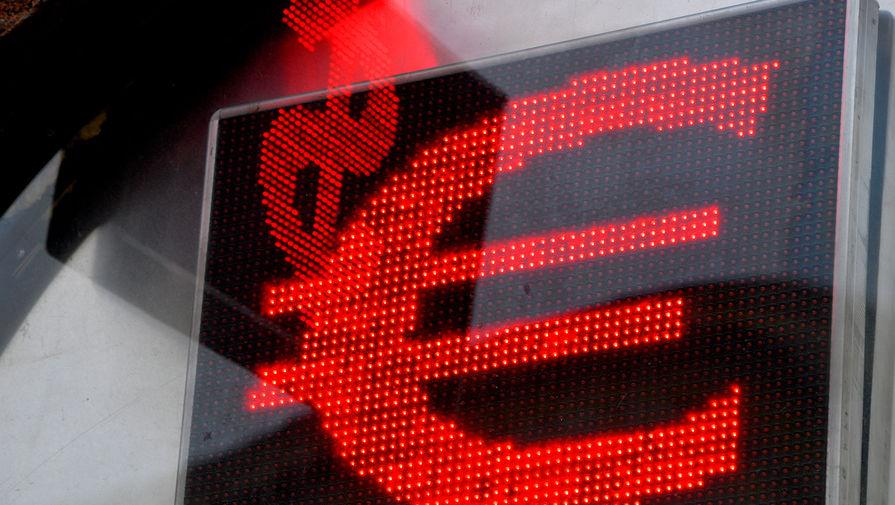 Исследование показало, что россияне начали покупать больше валюты в сентябре