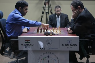 Борис Гельфанд и Виши Ананд в прошлогоднем матче за мировую корону в Москве