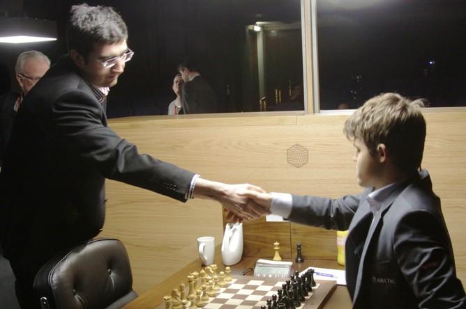 Владимир Крамник сыграл вничью с Магнусом Карлсеном