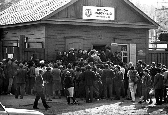 16 мая 1985 года вышел указ Президиума Верховного Совета СССР «Об усилении борьбы с пьянством и алкоголизмом, искоренении самогоноварения»