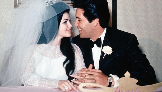 Элвис и Присцилла Пресли во время свадьбы в Лас-Вегасе, 1 мая 1967 года