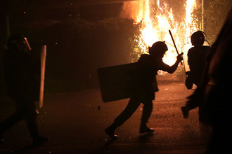 Столкновения полиции и демонстрантов во время акции протеста оппозиции в Ереване 29 июля 2016 года