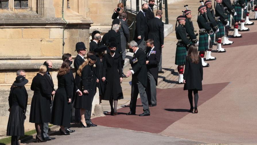 Участники церемонии похорон герцога Эдинбургского Филиппа в Виндзорском замке, 17 апреля 2021 года