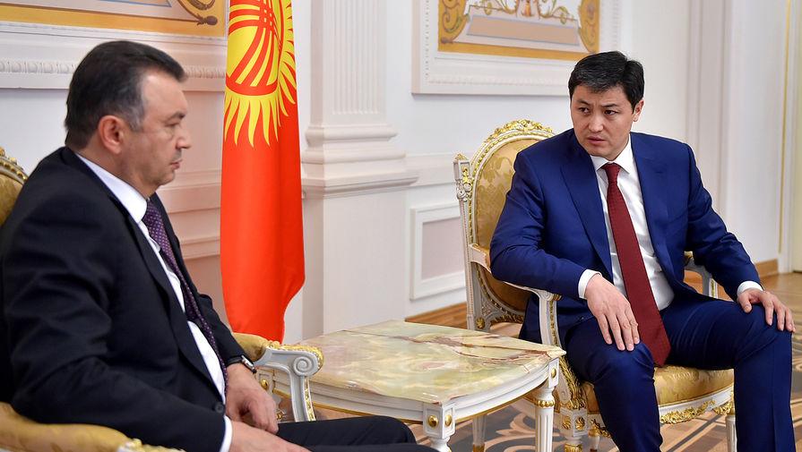 Премьер-министр Таджикистана Кохир Расулзода и премьер-министр Киргизии Улукбек Марипов во время встречи в Казани, 29 апреля 2021 года