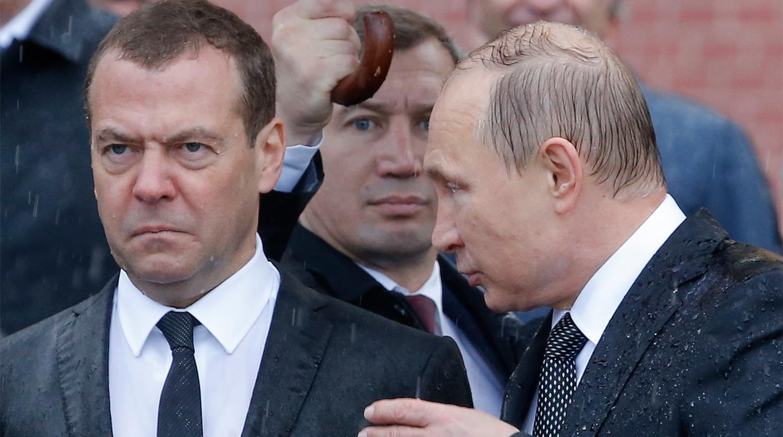 Дмитрий Медведев, Владимир Путин нар Нэр нь үл мэдэгдэх цэргийн хөшөө, 2017
