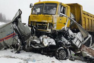 Опять Югра: в ДТП разбились четыре спасателя