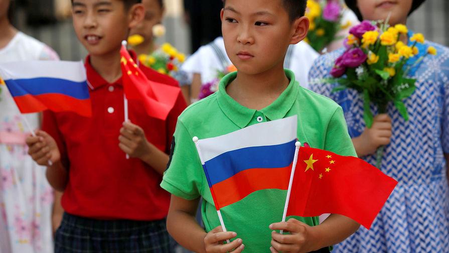 «Квази-альянс конкурентов»: Bloomberg о сближении России и Китая