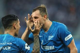 Игроки «Зенита» Артем Дзюба и Себастьян Дриусси