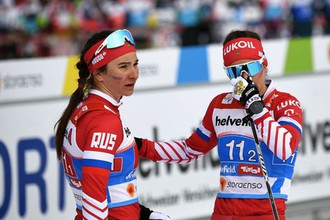 Российские лыжницы Наталья Непряева и Юлия Белорукова