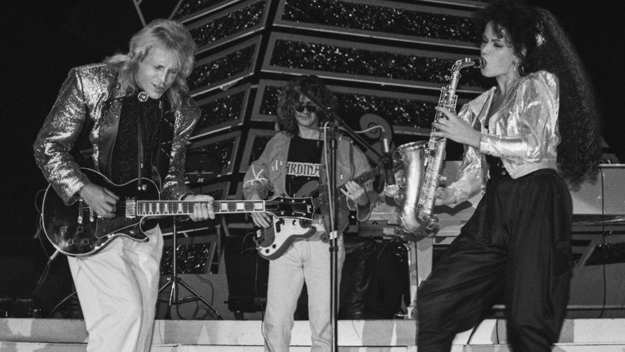 Крис Кельми и группа «Ночное рандеву» на сцене спорткомплекса «Олимпийский», 1990 год