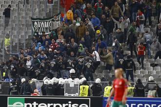 Столкновения в секторе «Локомотива» начались еще во время матча, когда туда прорвались турецкие фанаты