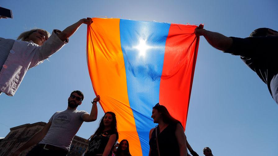Оппозиция Армении сообщила о возбуждении дела против ее лидера Вазгена Манукяна