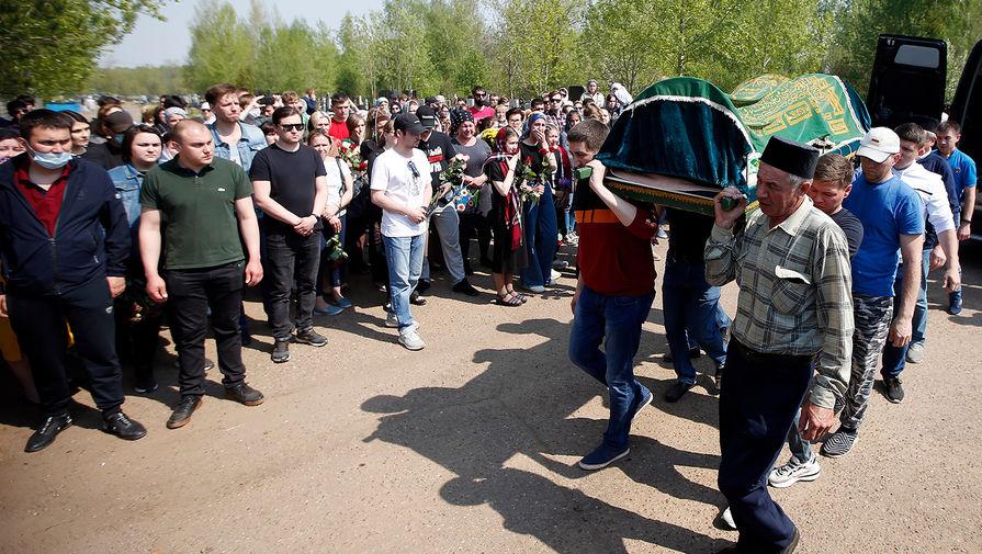 Похороны погибших в результате стрельбы в школе №175 в Казани, 12 мая 2021 года