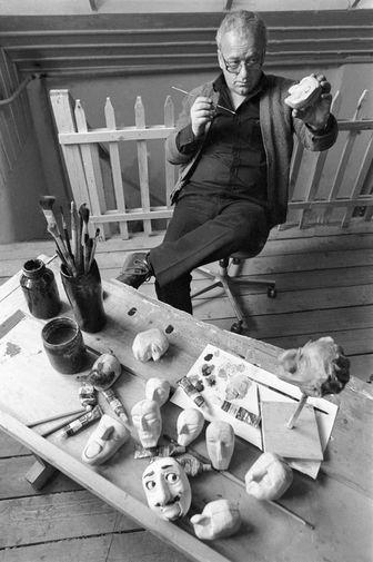 Резо Габриадзе в мастерской, 1985 год