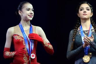 Российский фигуристки Алина Загитова (слева) и Евгения Медведева