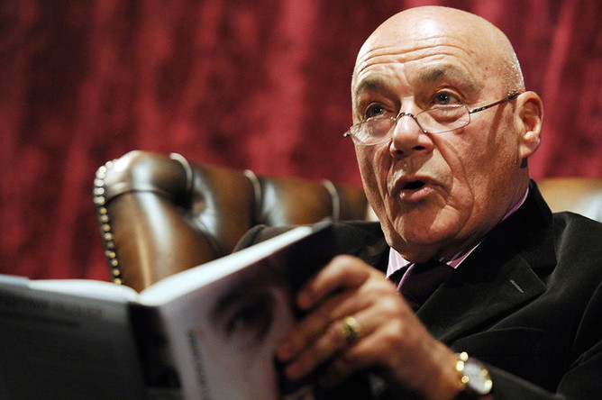 Телеведущий Владимир Познер читает свою книгу «Прощание с иллюзиями» в рамках Dewar's чтений, 2012 год