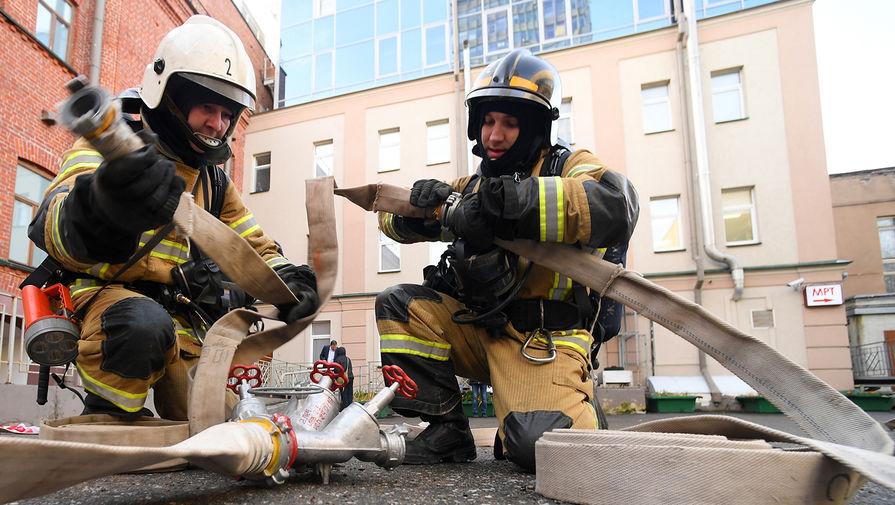 Увеличилась площадь пожара на складе в Люберцах