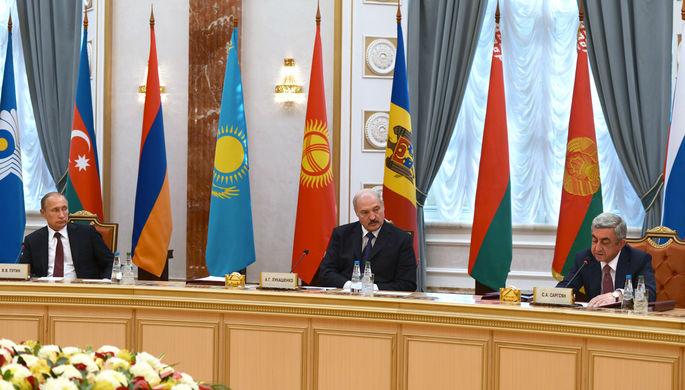 Президент России Владимир Путин, президент Белоруссии Александр Лукашенко и президент Армении Серж Саргсян