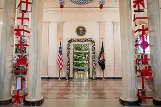 Рождественская ель в Голубой комнате Белого дома